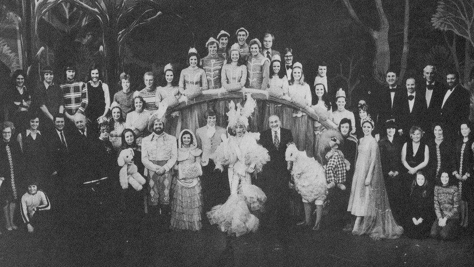 Cast Mother Goose // Mother Goose cast