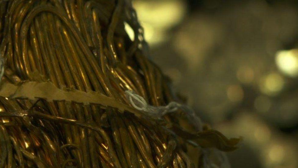 a rhai ar ffurf weiar // and some as wire