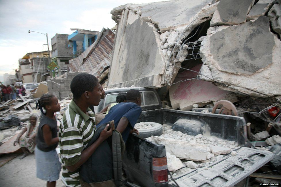 People in a ruined street just after the Haiti earthquake