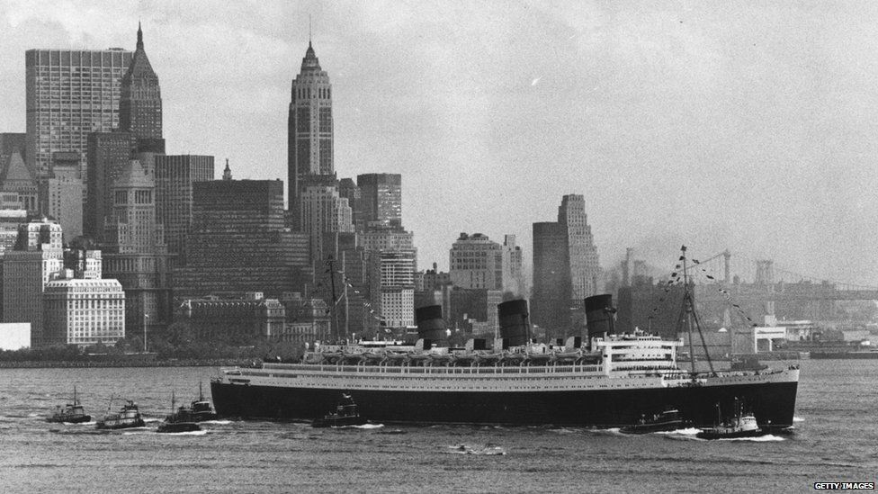 The Queen Mary steams out of New York