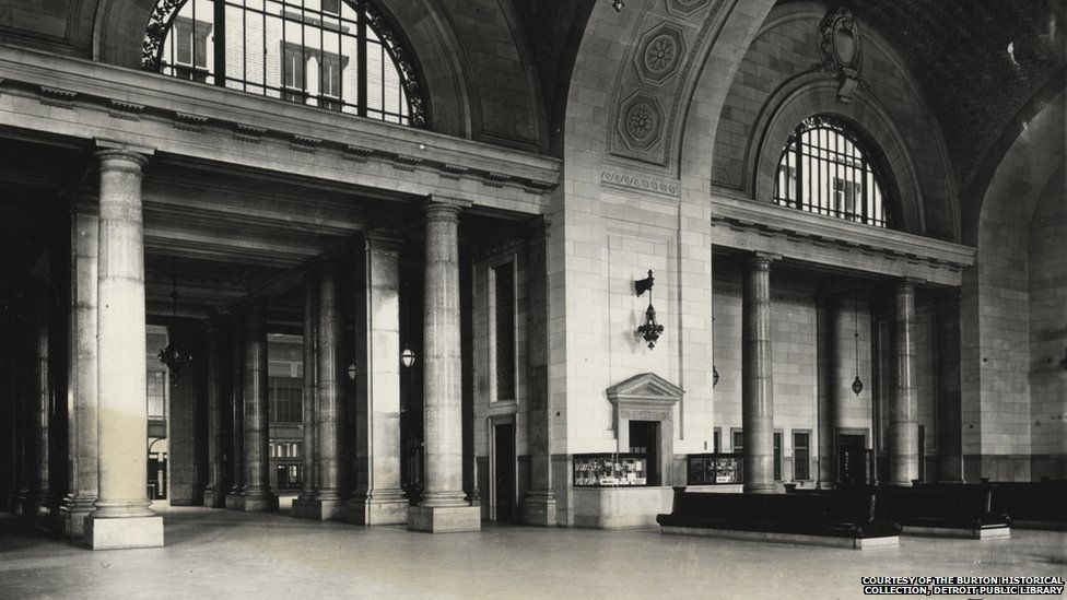 The main waiting room's marble arches seen in a photo taken around 1916.
