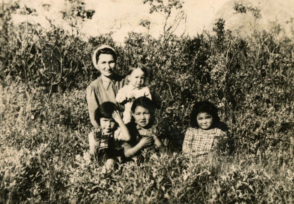 Helene Thiesen (bottom left), with her mother, siblings and a cousin