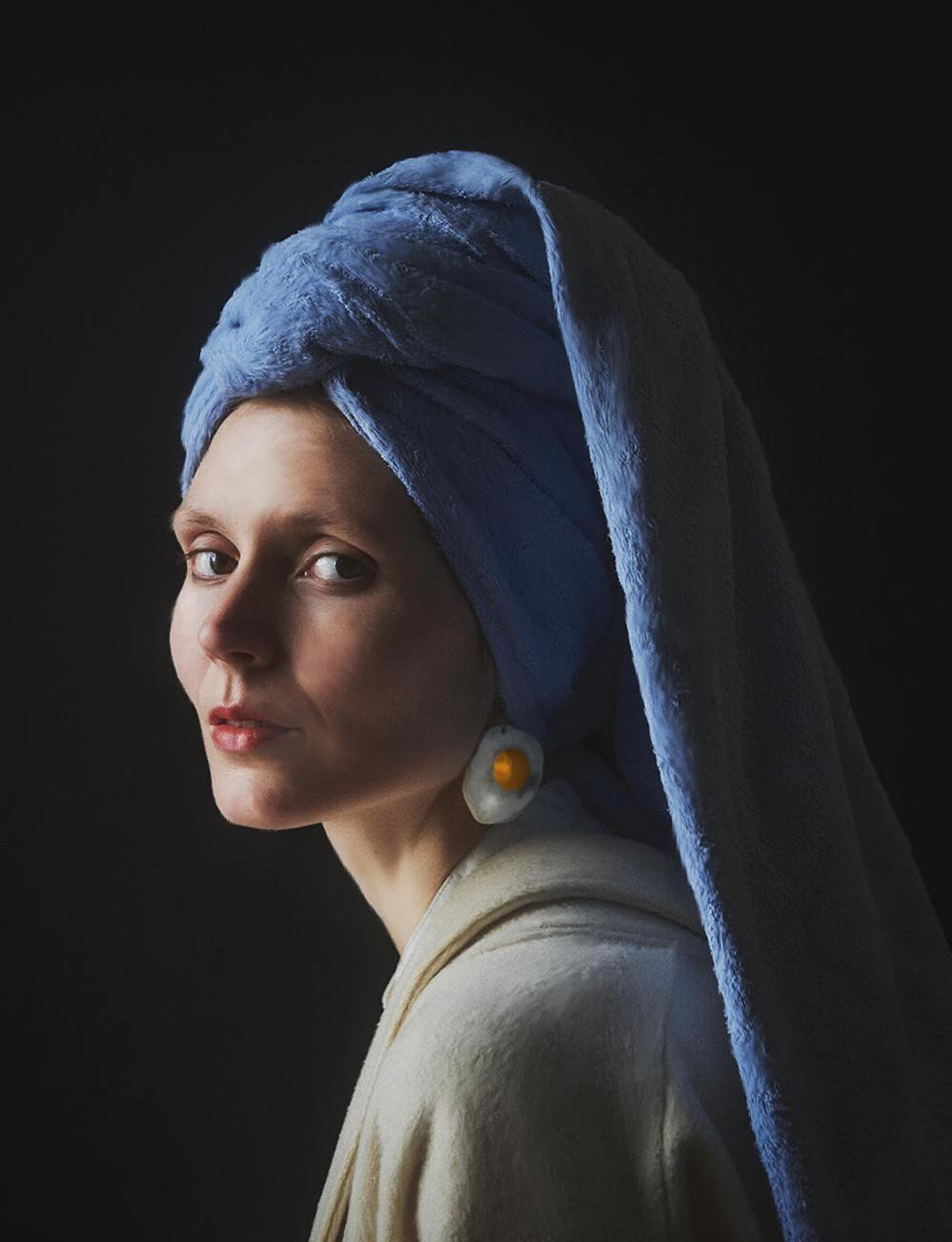 Julia Keil playing the Girl with a pearl earring