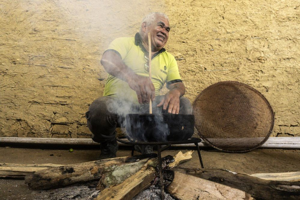 Cesar de Mendes stirring a pot