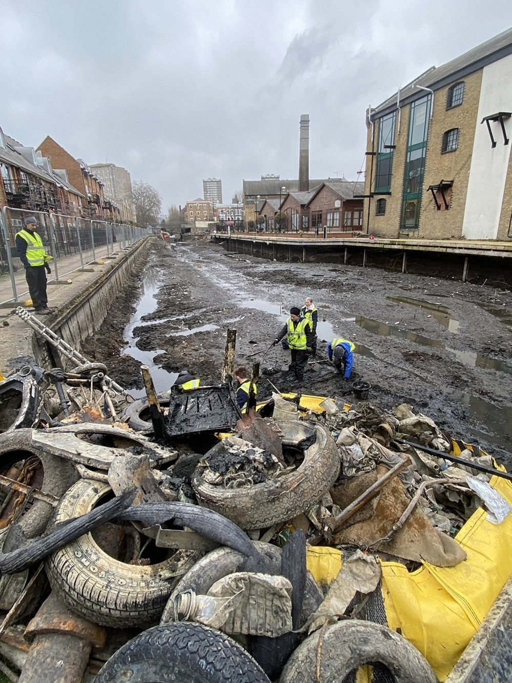 Removing old tyres from the canal bed