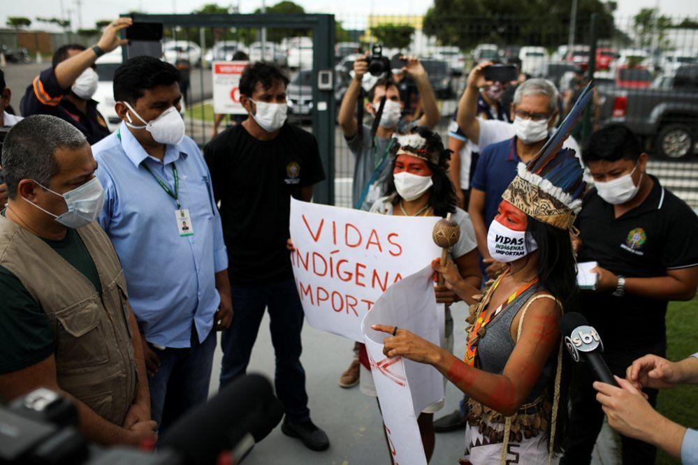 Vanderlecia talks to Robson Santos da Silva, as she takes part in a protest