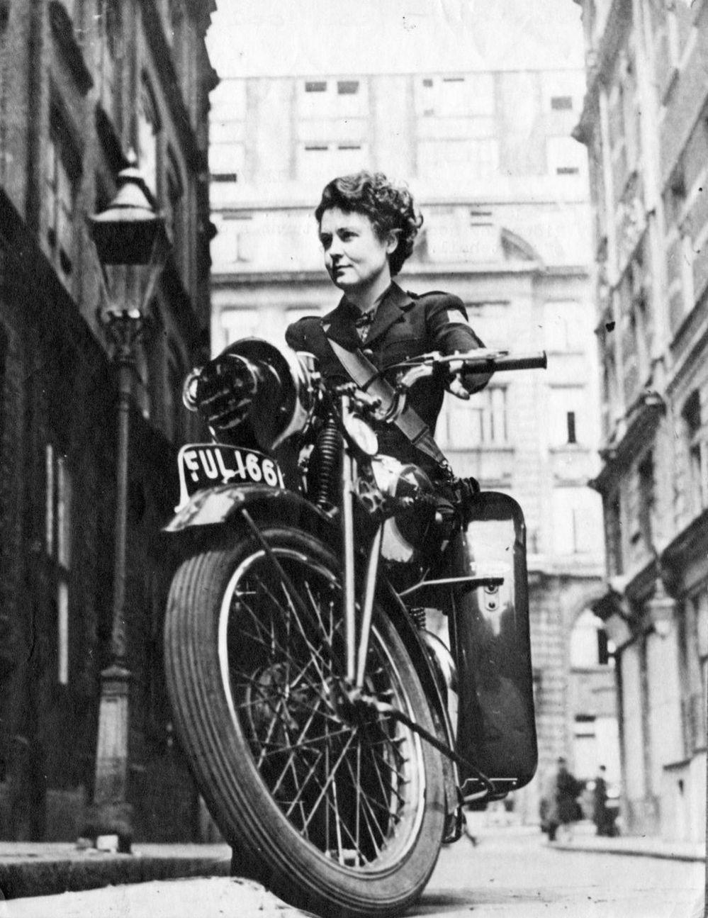 'Miss Mercury' of the WVS – Whitehall, London