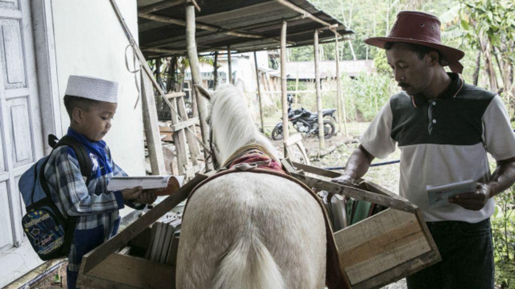 #TrenSosial: Kisah Ridwan dan perpustakaan kuda keliling ...