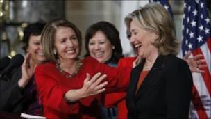 Nancy Pelosi y Hillary Clinton