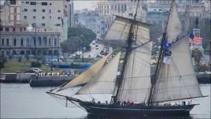 Arribo del barco a la bahía de La Habana (Foto: Raquel Pérez)