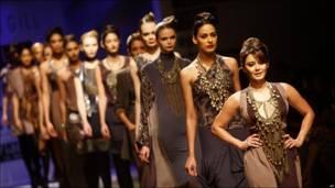Desfile de modas en India