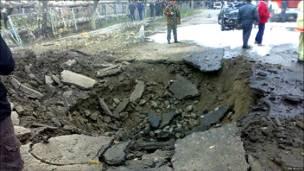 Воронка от одного из взрывов в Кизляре (РИА Новости)