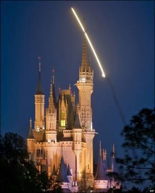 El Discovery visto desde Disneylandia, Florida