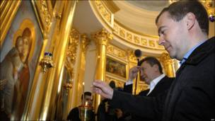 Dmitry Medvedev (der.) y Viktor Yanukovych