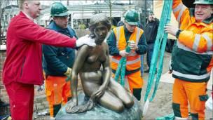 Copia de la estatua de la Sirenita