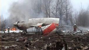Обломки самолета президента Польши Леха Качиньского