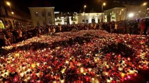Velas frente al Palacio Presidencial de Polonia