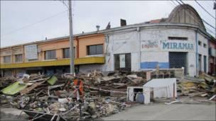 Escombros de la techumbre del mercado municipal de Talcahuano