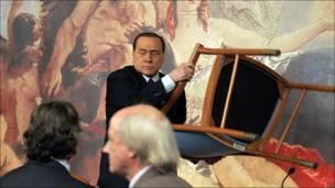 Silvio Berlusconi ante la prensa