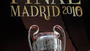 Presentación del Trofeo de la Liga de Campeones en el Palacio de las Cibeles, en Madrid