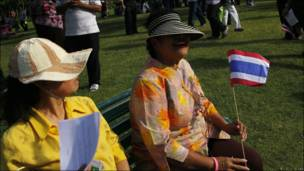 Camisas amarillas en Tailandia