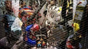 Objetos contrabandeados mostrados por la aduana francesa