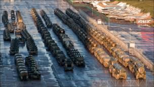 Военная техника на Ходынке ожидает репетиции Парада Победы 2010