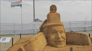"""Скульптура из песка """"Радж Капур. Изображение дружбы Индии и России""""."""