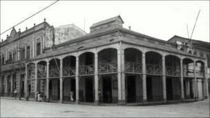 Casa de Hierro, Plaza de Armas