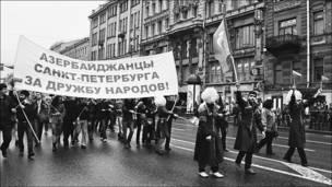 Азербайджанская община проводит митинг первого мая. Фотография Nick Losev