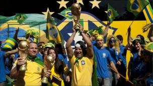 Aficionados de fútbol brasileños