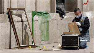 Следователь у парижского музея