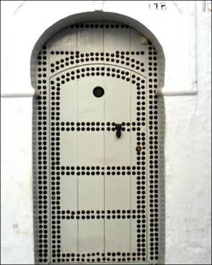 Puerta blanca marroquí.