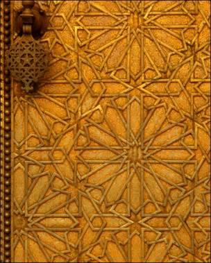 Detalle de puerta metálica marroquí