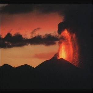 Imagen de archivo de una erupción del Pacaya en el año 2000.