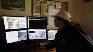 Sismólogo monitorea la actividad del Tungurahua