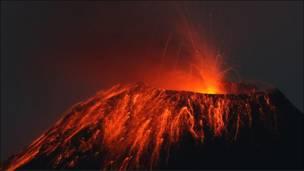 El volcán Tungurahua en erupción