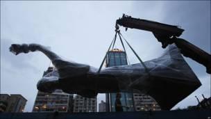 """Estatua de la """"Diosa de la democracia"""" en Hong Kong"""