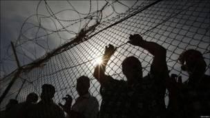 Palestinos en la frontera de Rafah.