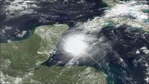 Imagen satelital de la tormenta tropical Agatha.