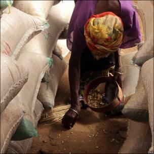 Mujer en un mercado de Nigeria.