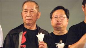 """香港支联会主席司徒华亮相""""六四""""烛光晚会(4/6/2010)"""