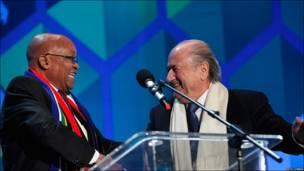 El presidente de Sudáfrica, Jacob Zuma, y el presidente de la FIFA, Sepp Blatter