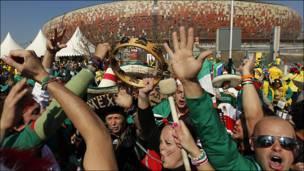 Fiesta en los aledaños del estadio