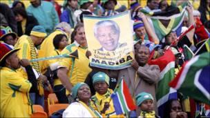Foto de Mandela en el estadio.