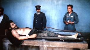 """Cuerpo del """"Che"""" Guevara."""