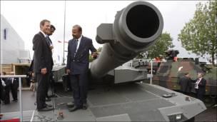 Feria de armamentos en Villepinte, en las afueras de París