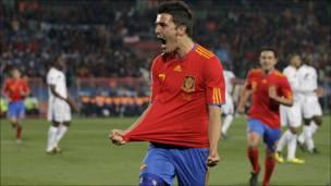 Villa celebra uno de sus goles