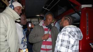 Charles Hilary na mshabiki na Omar Mutasa