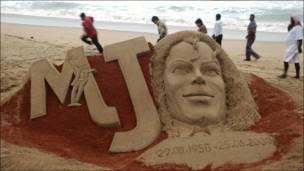 Una estatua de arena de Michael Jackson